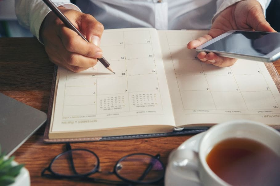 professional setting a time to reevaluate their contract management process in their calendar